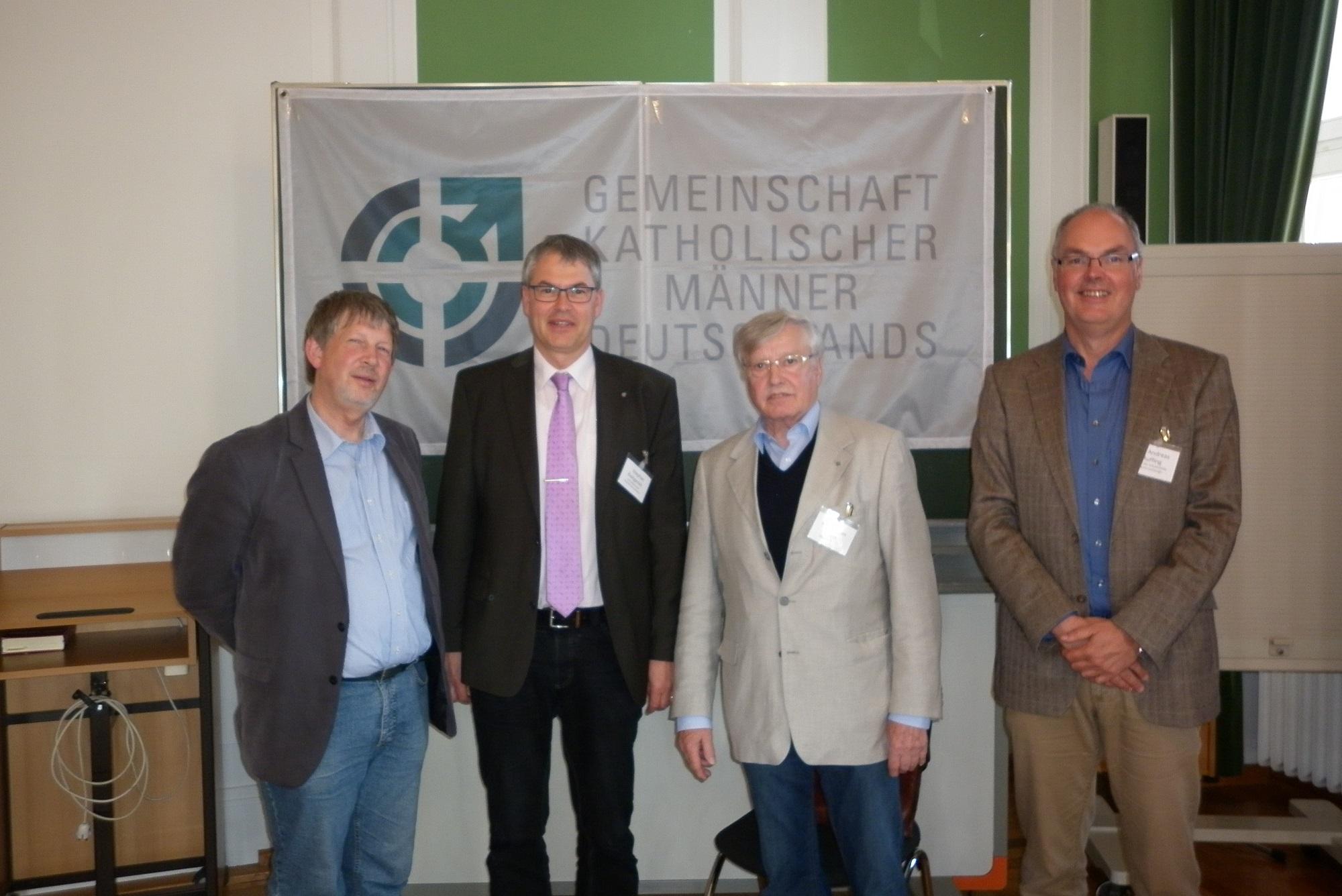 v.l.n.r.: Norbert Hendriks (e.V.-Vorstandsmitglied), Stephan Buttgereit, Oberst a.D. Karl-Jürgen Klein, Andreas Ruffing (Leiter der Arbeitsstelle).